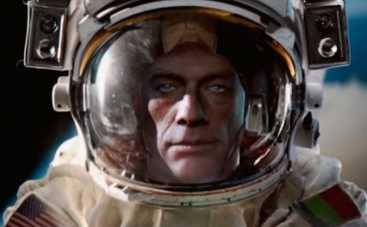 Жан-Клод Ван Дамм сел на шпагат в открытом космосе (ВИДЕО)