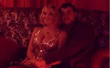 Анастасия Волочкова оттянулась в караоке с Бахтияром Салимовым