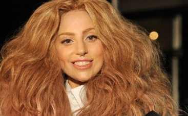 Lady GaGa устроила голую фотосессию в ванне (ФОТО)