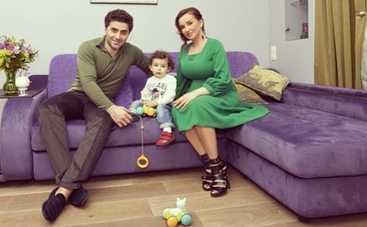 Анфиса Чехова переехала в фиолетовую квартиру (ФОТО)