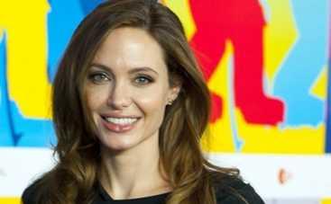 Анджелина Джоли хочет заморозить яйцеклетки