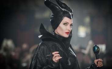 Анджелина Джоли приоденет принцесс в кроссовки
