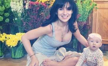 Жена Алека Болдуина показала маленькую дочь (ФОТО)