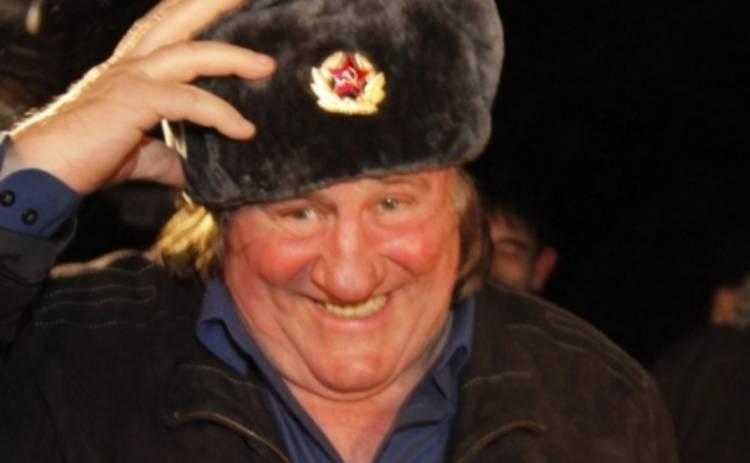 Жерар Депардье поет оды России по часам