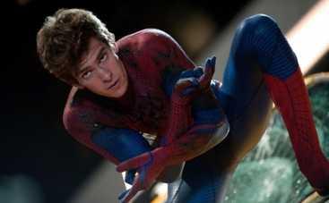 Звезда «Человека-паука» научил детей кататься на серфе (ФОТО)