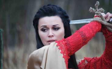 Анастасия Заворотнюк снова взялась за оружие