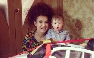 Эвелина Бледанс подарила сыну на день рождения машину