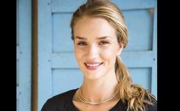 Роузи Хантингтон-Уайтли приняла роды в Камбодже (ФОТО)
