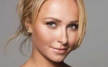 Невеста Владимира Кличко поддержала любимого в бою игривыми цветами