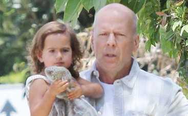 Брюс Уиллис признался, что все еще хочет сына