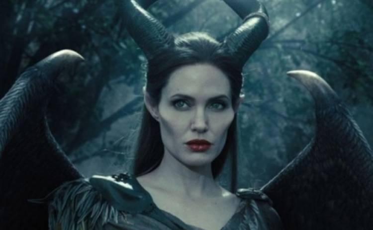 Анджелина Джоли прячет свои фильмы от детей