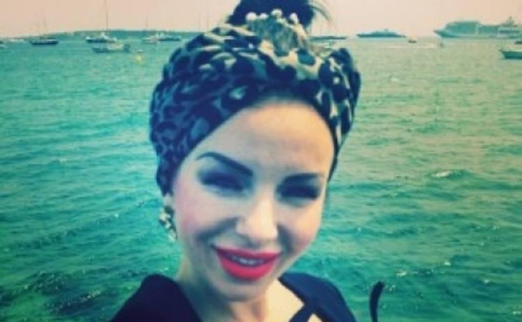 Юлия Волкова удивила поклонников ярким макияжем