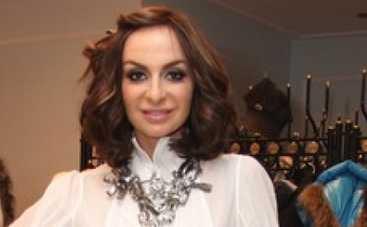 Екатерина Варнава потеряла кольцо за 100 тысяч в стогу сена (ФОТО)