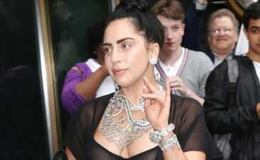 Lady GaGa закосила под Иствикскую ведьму (ФОТО)