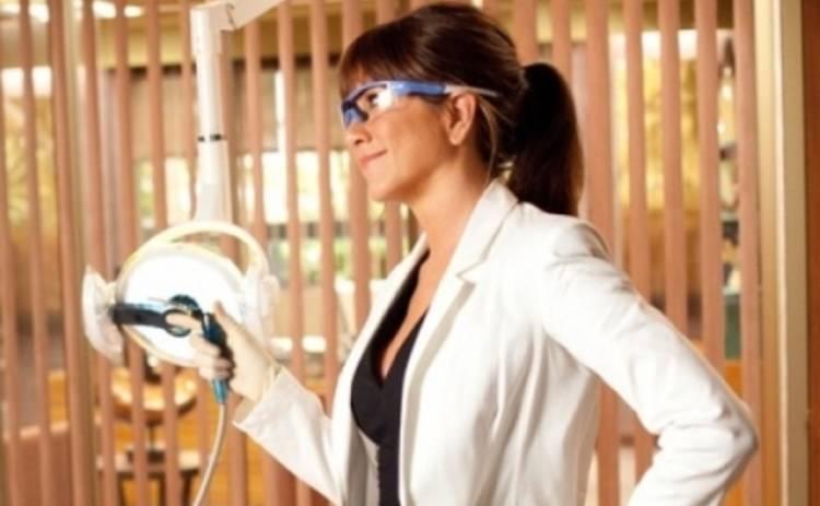 Дженнифер Энистон, Джордж Клуни и Хью Лори: ТОП-10 врачей в кино и сериалах