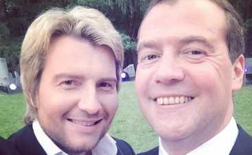 Николай Басков хвастается фотографией с Медведевым