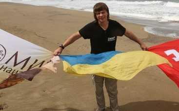 Дмитрий Комаров не расстается с прапором Украины