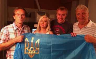 Катя Бужинская спела о солдатах Украины