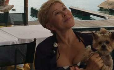 60-летняя Любовь Успенская занимается йогой в купальнике (ФОТО)