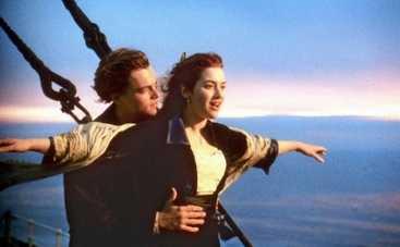 Леонардо ДиКаприо и Кейт Уинслет помогают последнему живому пассажиру Титаника