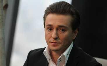 Сергей Безруков отказался ехать в Крым