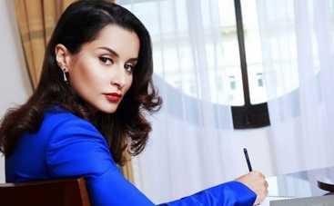 Тина Канделаки призывает экономить на браслетах от Chanel