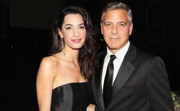 Джордж Клуни и Амаль Аламуддин похвастались кольцами (ФОТО)
