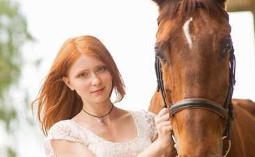 Дворняжка Ляля: лошадь испортила съемочной группе дубль, а кошка спасла от воров