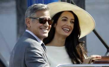 Свадебные фото Джорджа Клуни попали на обложки иностранных изданий (ФОТО)