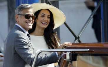 На свадьбе Джорджа Клуни гости пользовались одноразовыми телефонами