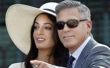Джордж Клуни променял медовый месяц на Сейшелах на отдых в деревне