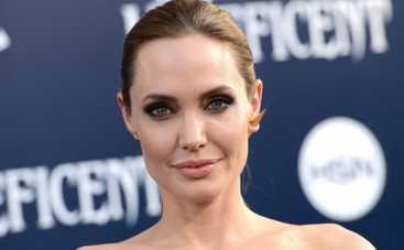 Несломленный: Анджелина Джоли продолжает подогревать интерес к своему фильму (ВИДЕО)