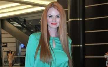 Экс-татушка Лена Катина сняла черно-белый клип