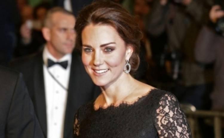 Беременная Кейт Миддлтон очаровала гостей кружевным платьем