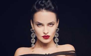 Даша Астафьева продала лифчик на благотворительном аукционе