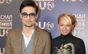 Дима Билан порадовал Яну Рудковскую золотистым винтажным клатчем от Chanel (ФОТО)
