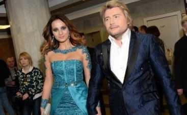Золотой граммофон 2014: Николай Басков вышел в свет с новой возлюбленной (ФОТО)