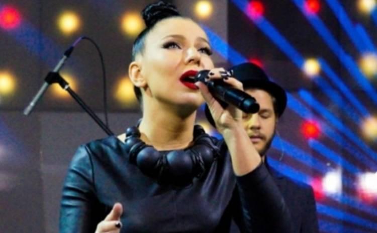 Певица Елка верит, что за ней наблюдает Луна