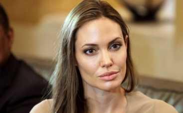 Анджелина Джоли заразилась ветряной оспой