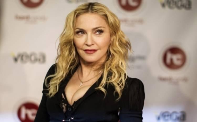 Мадонна снова провоцирует поклонников (ФОТО)