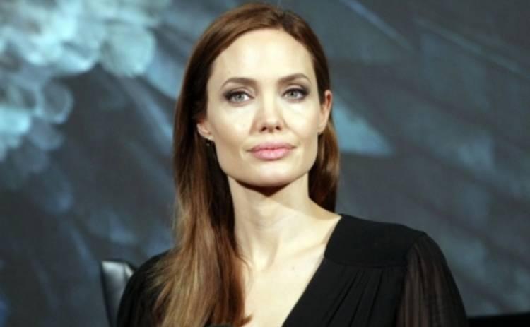 Анджелина Джоли считает свою свадьбу катастрофой