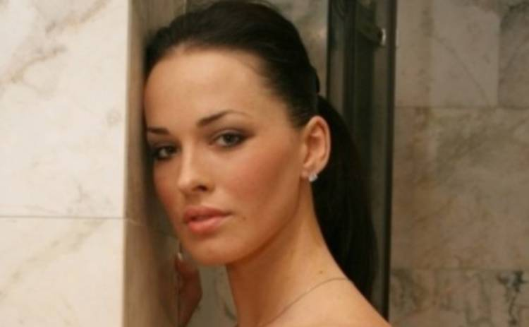 Даша Астафьева прикрыла прелести пуховиком (ФОТО)