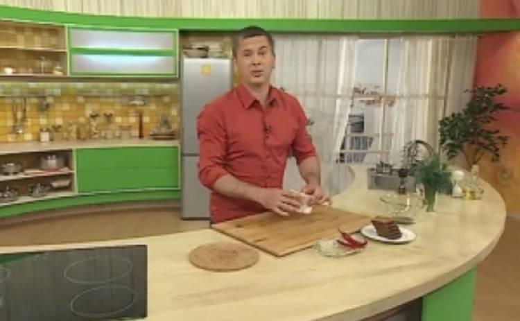 Новогодние рецепты от звезд: Константин Дьяченко приготовил оливье