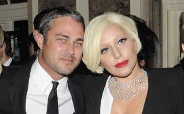 Леди Гага заманила жениха в церковь (ФОТО)