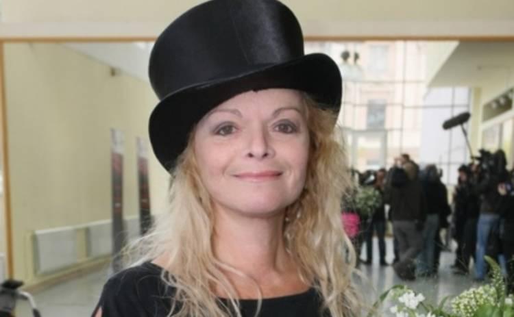 Лариса Долина идет в суд из-за фото в купальнике