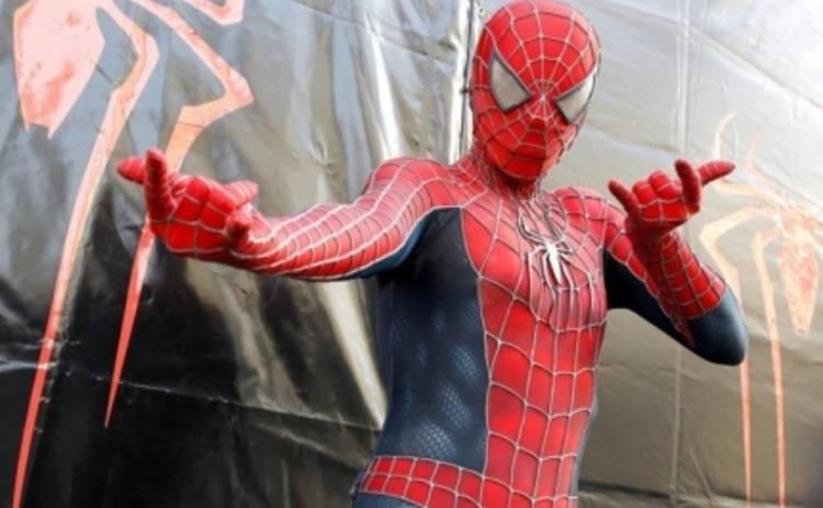 Человек-паук решил усидеть на двух стульях (ВИДЕО)