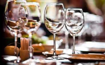 8 марта: выбираем правильные винные бокалы к праздничному столу