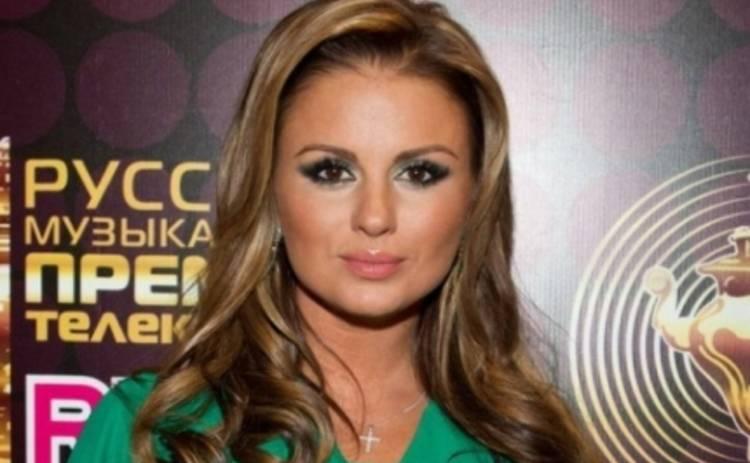 Анна Семенович поселилась в домике для Барби
