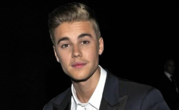 Джастин Бибер купил плевок в лицо соседу за $25 тысяч