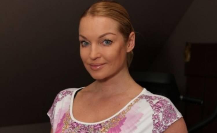 Анастасия Волочкова засветила голую попу на весь Севастополь  (ФОТО)
